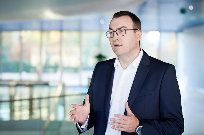 宝马集团采购供应网络化学原料生产过程主管Peter Zisch先生