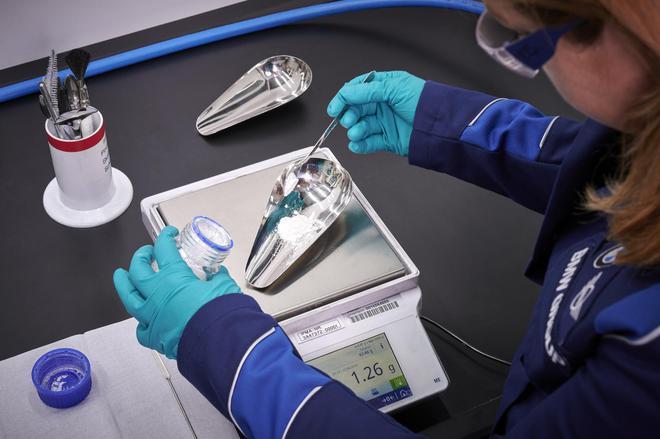 电池原材料配比的研发工作至关重要