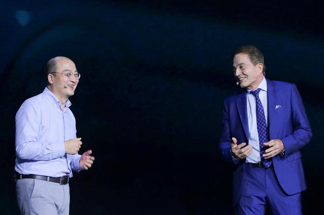 付强(左)与罗兰·恭博(右)