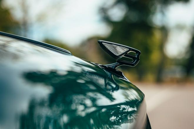 宾利飞驰插电混动版发布 综合续航里程超700公里 2021年底交付