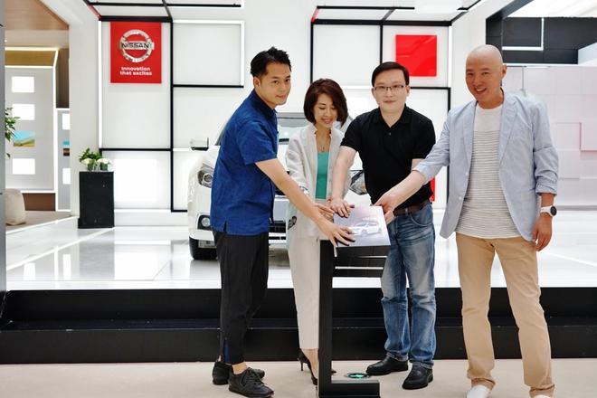 东风日产张茂华副部长与三位艺术家正式启动舒适魔方