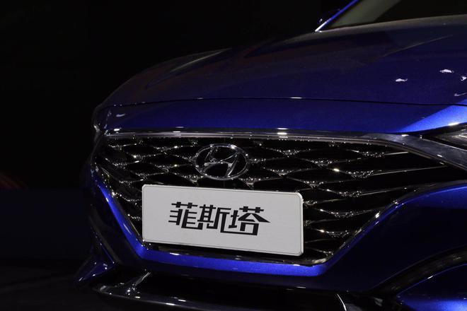 北京现代LaFesta亮相2018浦东车展