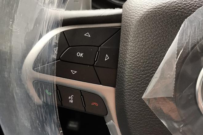 2019款Jeep大切诺基到港谍照 配置升级