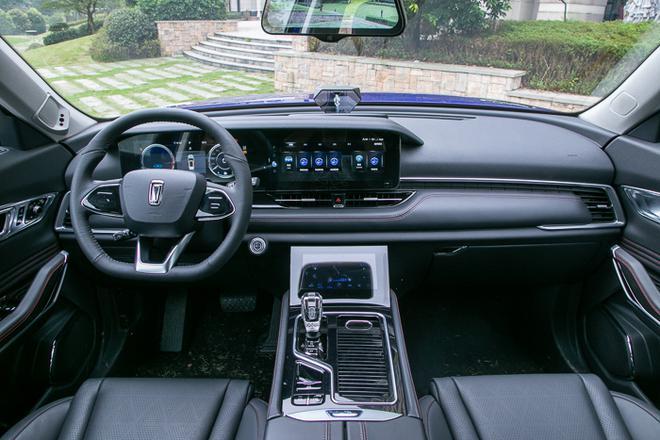 奔腾T系旗舰车型T99实车亮相 将于10月底上市