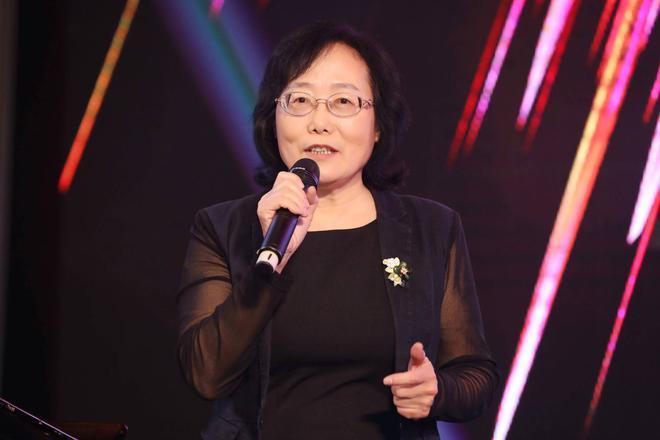 中国汽车工业协会副秘书长 中国汽车动力电池产业创新联盟秘书长许艳华发表致辞