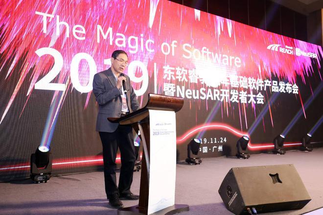 中国汽车技术研究中心有限公司汽车技术情报所副所长傅连学发表致辞