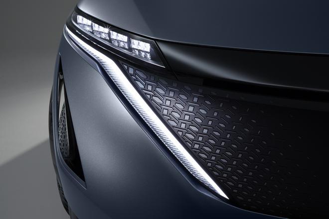 """日产Ariya纯电动跨界概念车前进气格栅的日式""""組子""""图案,可以追溯到中国古代的窗棂设计"""