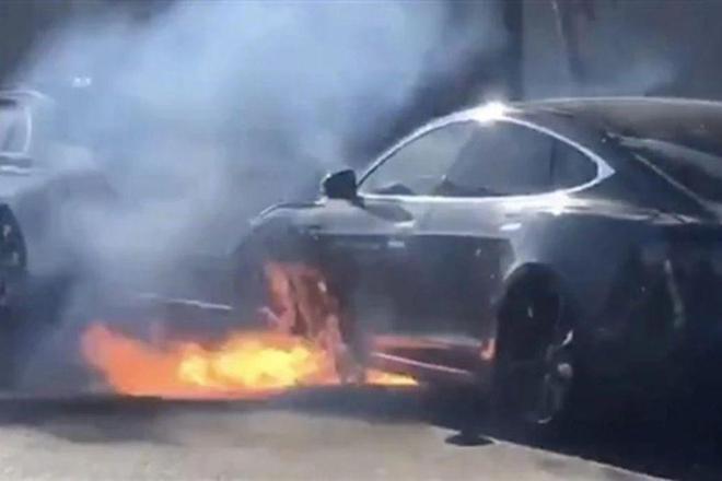特斯拉被曝隐瞒电池缺陷,或是Model S自燃导火线