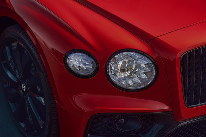 最早2020年底交付 宾利全新飞驰V8车型亮相