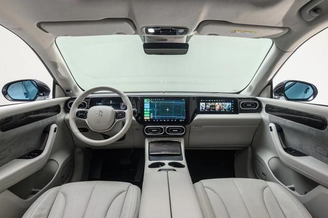 打造机械科技美感 实拍纯电高端SUV零跑C11