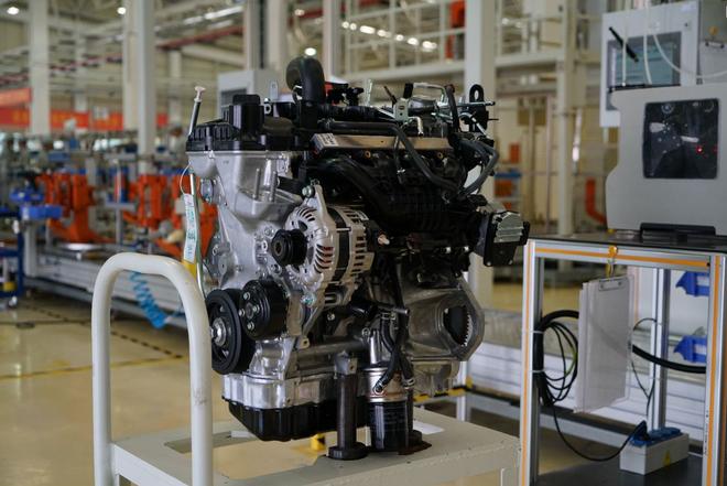 广汽三菱发动机工厂正式投产 一期年产能达20万台