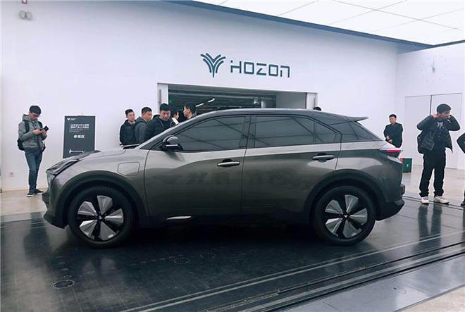 又来一款续航500km的纯电SUV,透明A柱无盲区