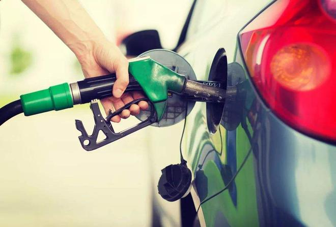 热浪|国内油价两连涨 加满一箱油将多花4元