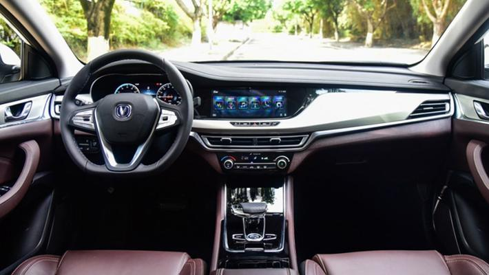 油价飞涨 自主电动紧凑型轿车买谁更值?
