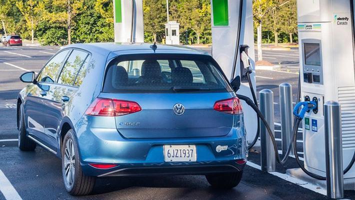 因油耗造假 大众被罚20亿美元建充电桩
