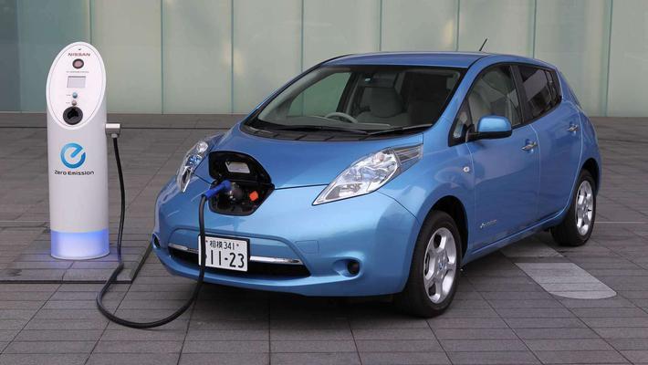 纯电动汽车VS燃油车,到底哪个使用成本低?