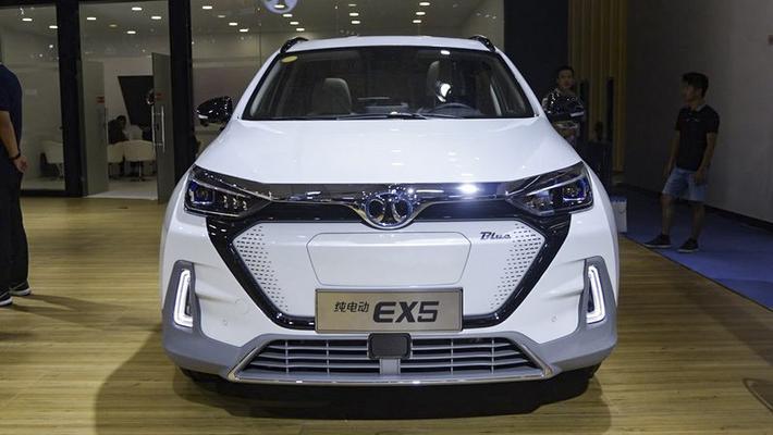 抢先实拍北汽新能源电动SUV EX5