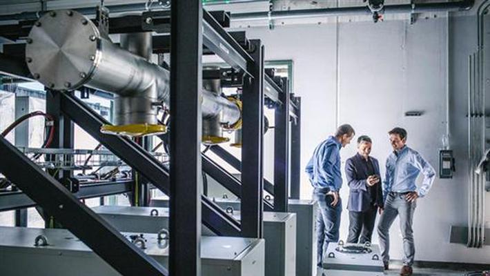 戴姆勒投资电池材料公司 为电动化奠定基础