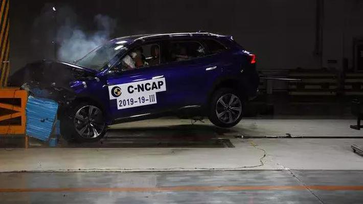最新安全碰撞测试出炉 新能源车悲喜两重天