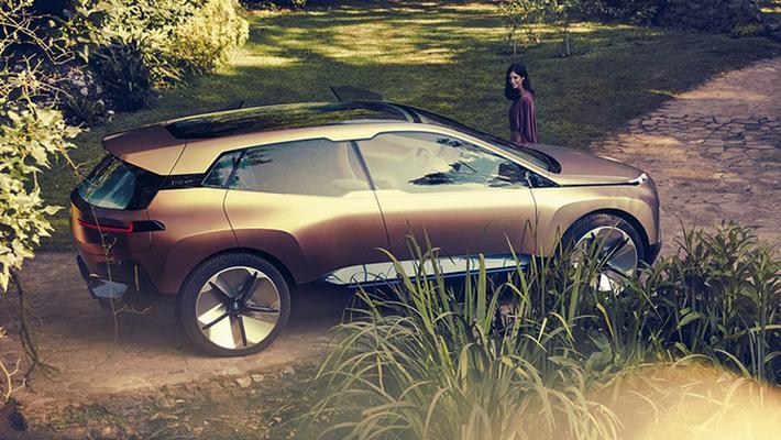 宝马全新SUV尺寸比X5还大方向盘造型挺帅