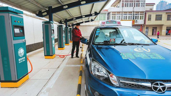 燃油车占电动车位不行了 依条例或将罚200元