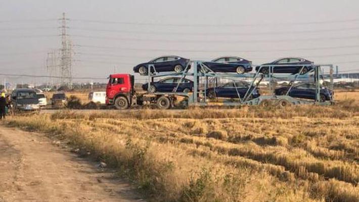特斯拉中国制造Model 3运离上海工厂 首批订单交付在即