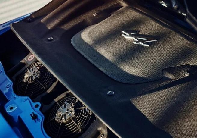 雷诺新款跑车实拍曝光 竞争丰田86