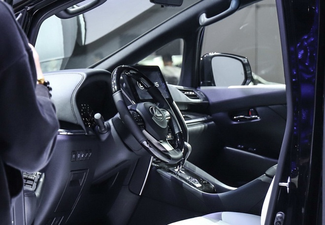 雷克萨斯LM开启预售 预售价116.6-146.6万元