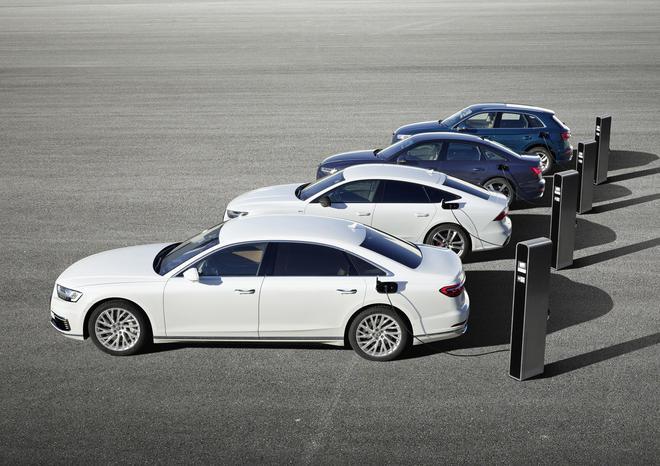 从左往右为A8、A7 Sportback、A6、Q5插电混动车型