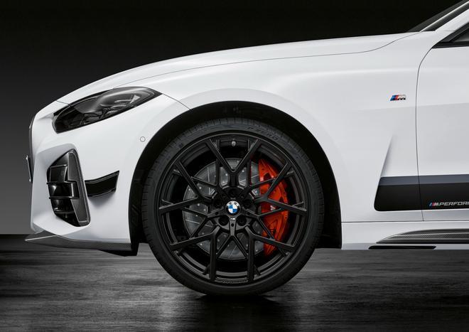 全新第2代宝马4系发布 10月率先投放Coupe/约合33万起