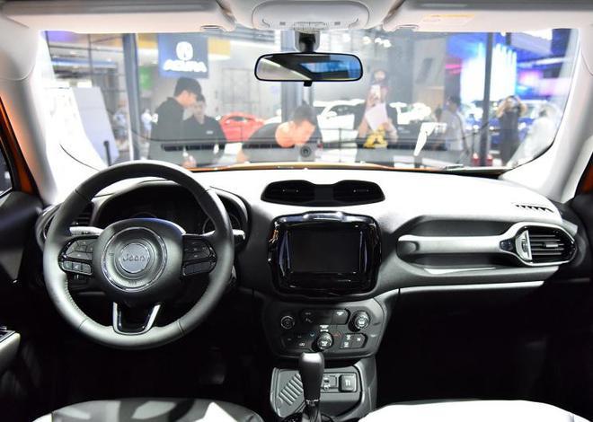 Jeep新款自由侠上市 售价12.98-18.98万元
