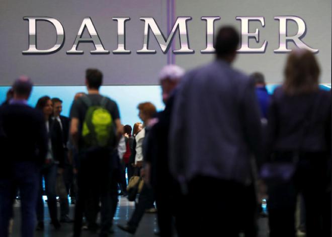 """奔驰卷入""""柴油排放门"""" 戴姆勒发布今年第三次盈利预警"""