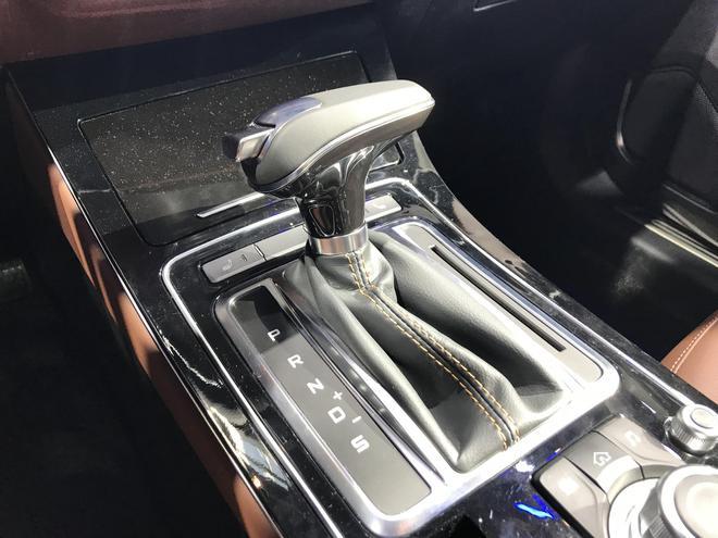 2018北京车展:一汽奔腾SENIA R9正式首发