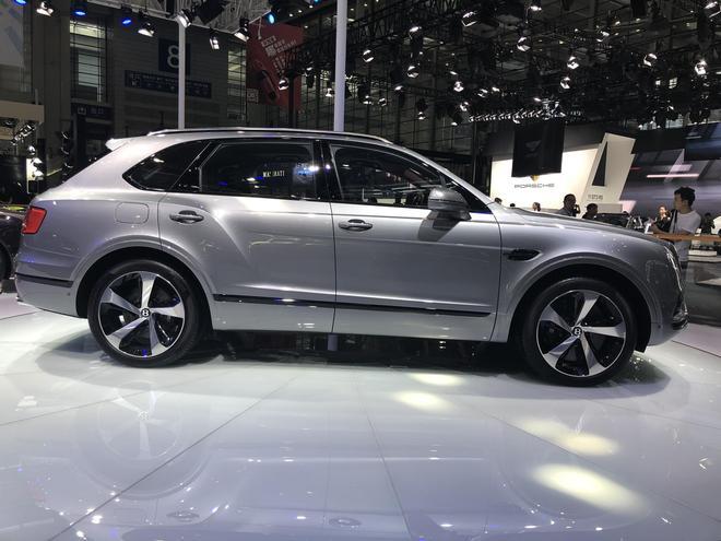2018深港澳车展:宾利添越V8版车型亮相