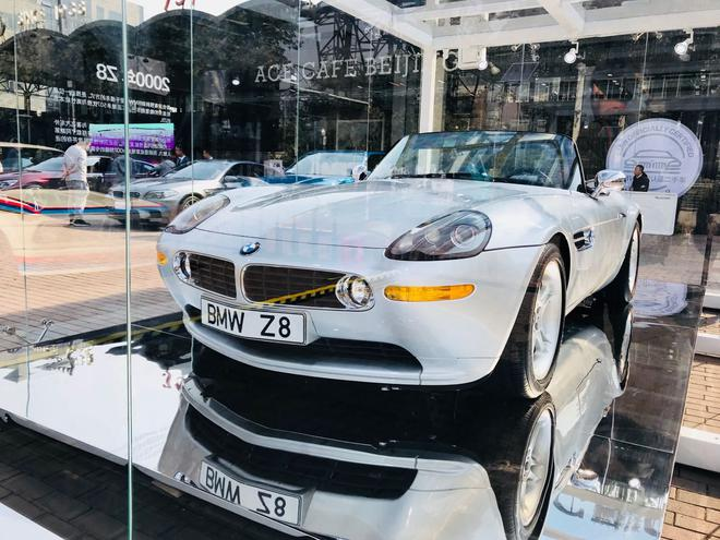 现场展出2000年BMW Z8