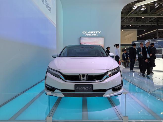 2019进博会:续航750km 本田CLARITY氢燃料汽车亮相