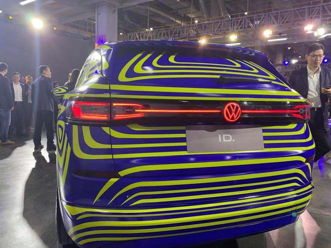 上汽大众新能源汽车工厂落成 首辆ID.车下线