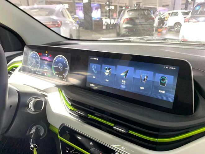 2020海口新能源车展:长安新能源奔奔E-Star亮相