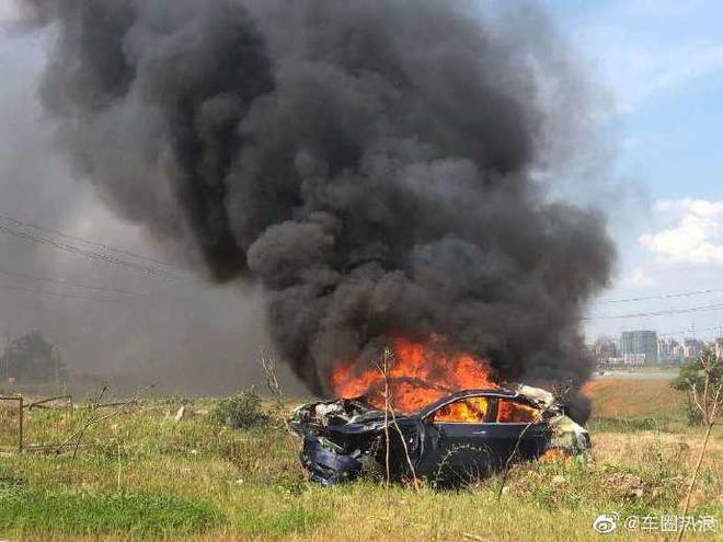 热浪|网传特斯拉Model 3刹车失灵后碰撞起火