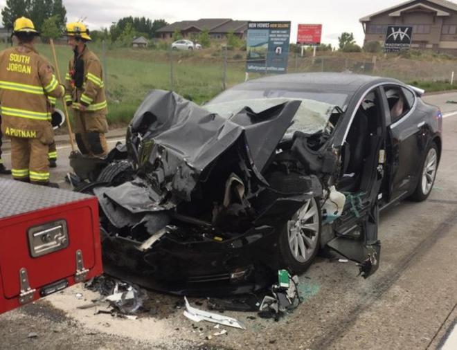 特斯拉自动辅助驾驶为何状况百出?