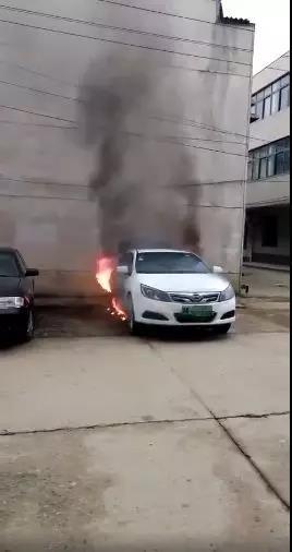 又一例!一辆比亚迪电动车起火燃烧,原因仍在调查