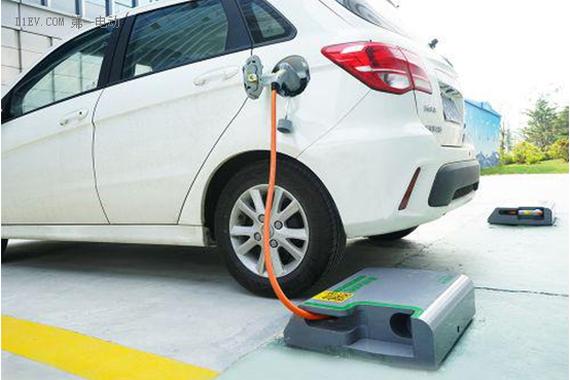科技部:2018年新能源汽车销量将达100万辆