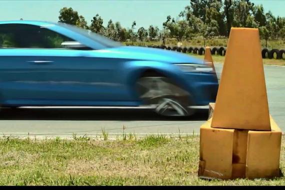 视频:奔驰A45 AMG挑战三厢奥迪RS3,谁吃灰?
