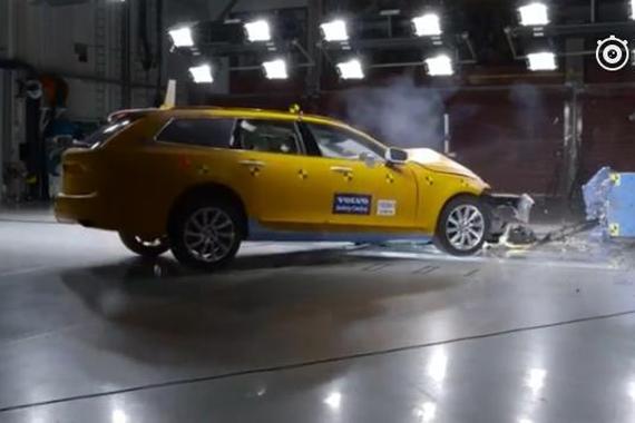 视频:沃尔沃V90旅行车40%重叠碰撞试验!厉害了!
