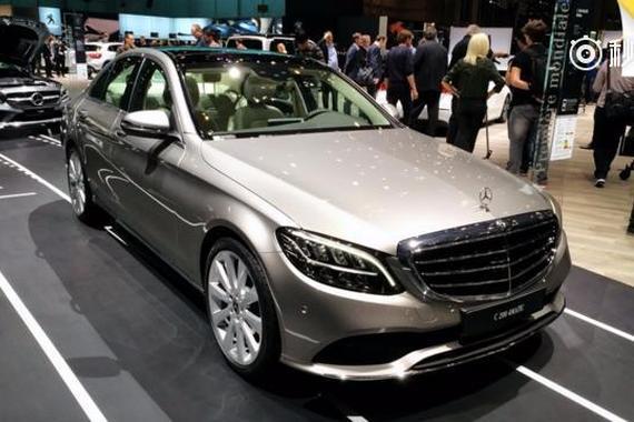 日内瓦车展上的中期改款奔驰C