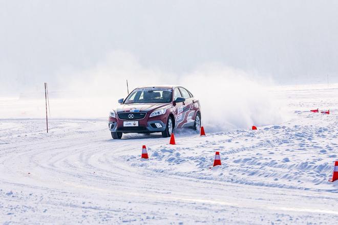 2017CCPC牙克石上演冰雪对决