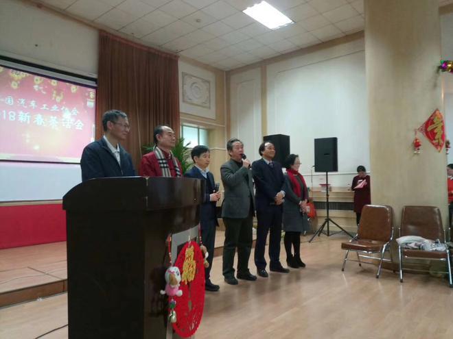 左三:吴绍明