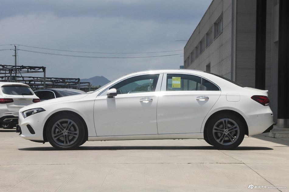 2019款奔驰A级 1.3T自动200L运动轿车