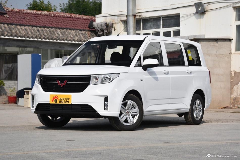 2019款五菱宏光PLUS 1.5T手动舒适型7座