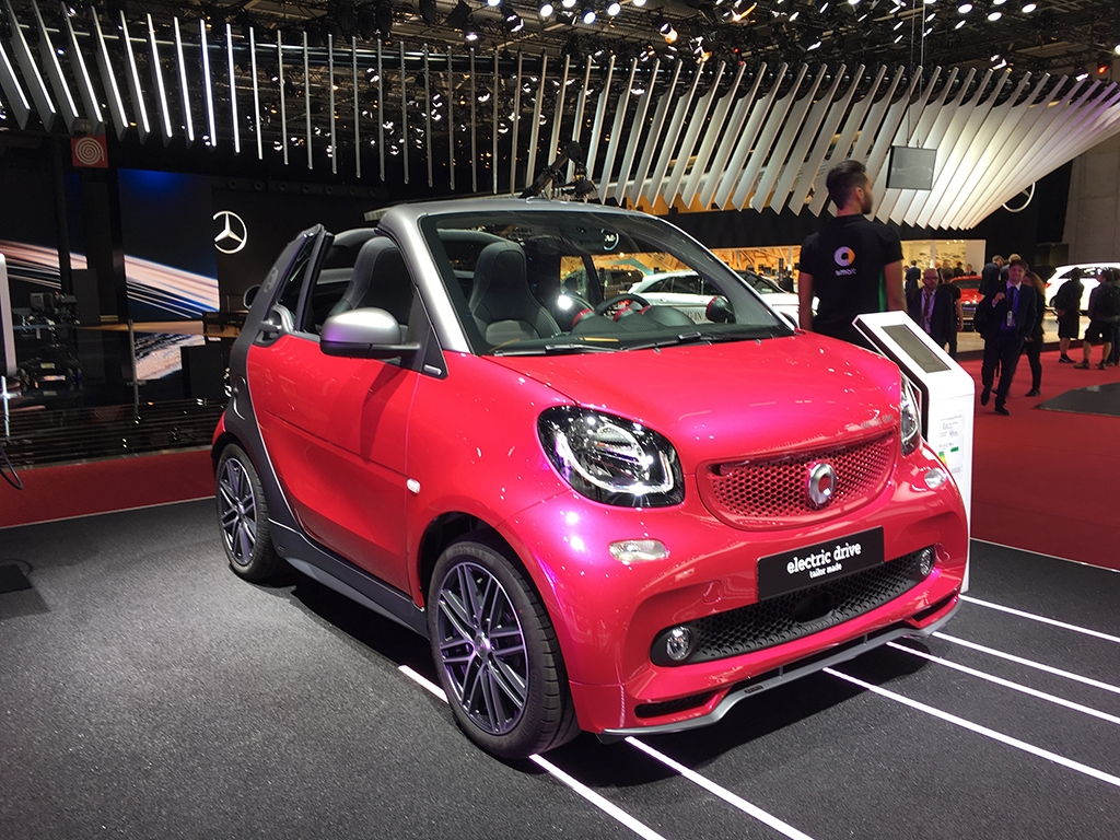 巴黎车展:smart三款电动版车型